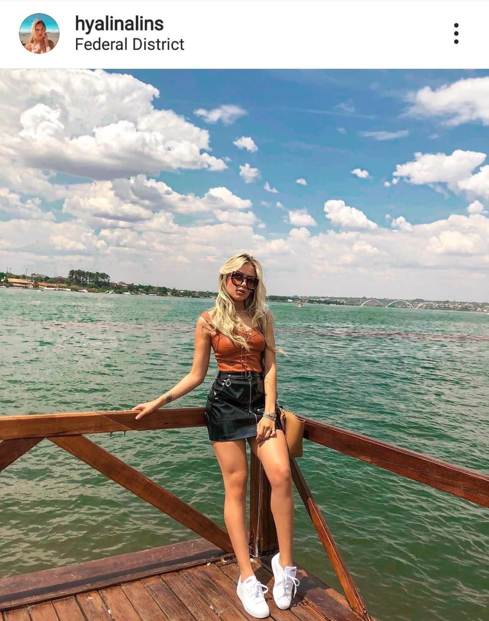 Estudante Hyalina diz que tem baixa visão com 20 graus de miopia e sempre estudou em escolas públicas — Foto: Reprodução/Instagram