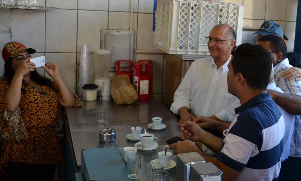 Alckmin tomou café em padaria da cidade após discussão (Foto: Ana Marin/G1)