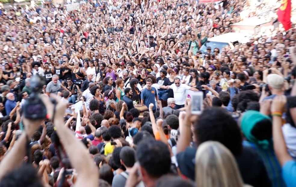 Multidão se reúne para o velório de Marielle (Foto: Marcos Serra Lima/G1)
