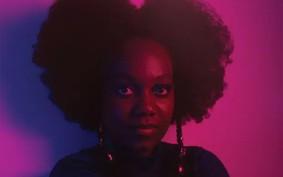 Conheça Marissol Mwaba, a jovem cantora aclamada por Gilberto Gil, Emicida e Luedji Luna