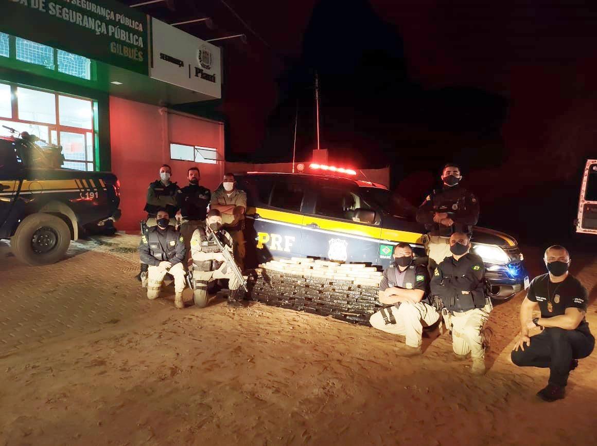 Homem é preso transportando mais de 100 tabletes de maconha de Minas Gerais ao Piauí