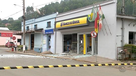 Grupo faz cordão humano e ataca dois bancos em Progresso, RS