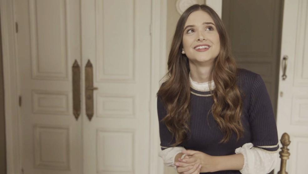 Marocas (Juliana Paiva) manda mensagem cifrada para Samuca (Nicolas Prattes), em 'O Tempo Não Para' — Foto: TV Globo