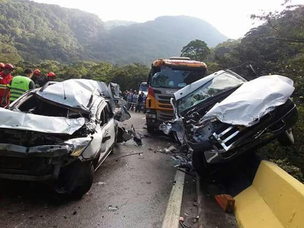 Acidente envolveu dois carros de passeio, três carretas  e uma caminhoente (Foto: Helena Silva/Arquivo Pessoal)
