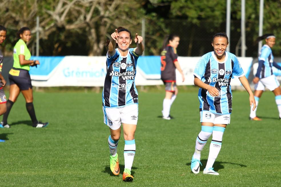 Karina Balestra, atacante do Grêmio, comemora gol — Foto: Divulgação / Grêmio