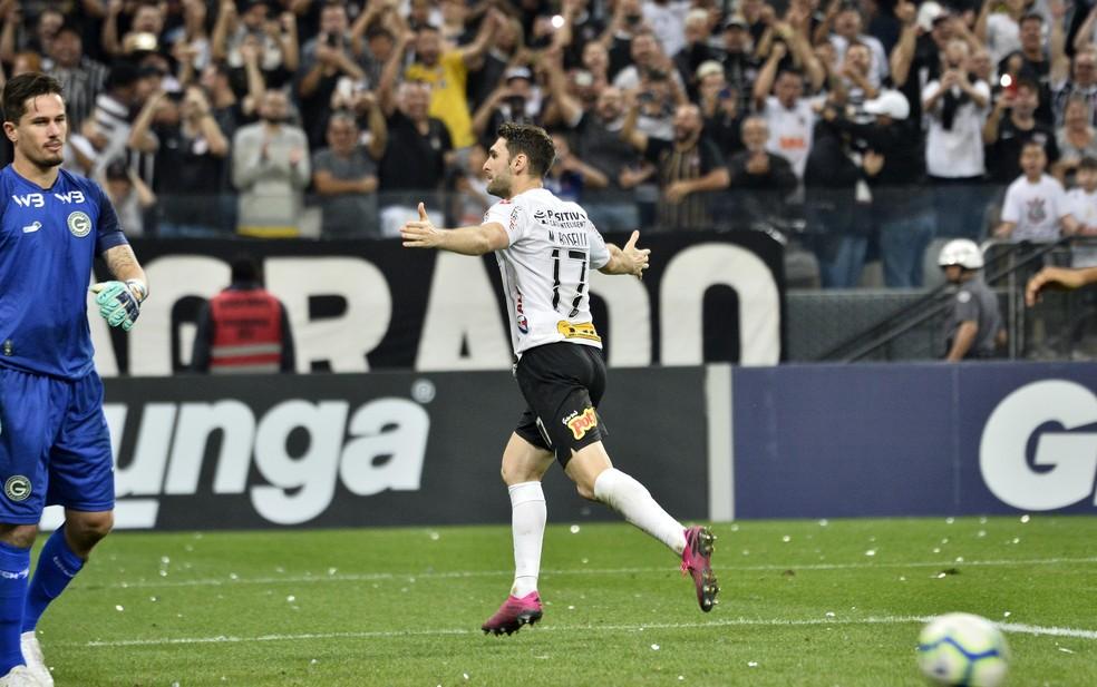 Boselli comemora o gol em cobrança de pênalti — Foto: Marcos Ribolli