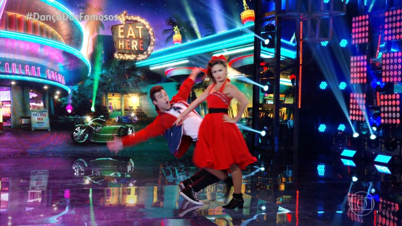 Giullia Buscacio e Daniel Navarro dançam 'Sweet Little Sixteen'
