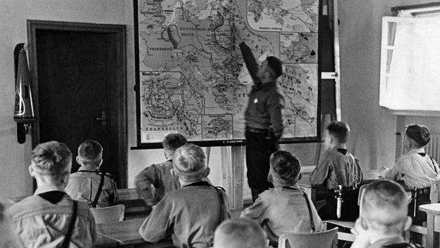 Graças às restrições em vistos, menos estudantes foram estudar na Alemanha durante o regime nazista (Foto: Getty Images/BBC)