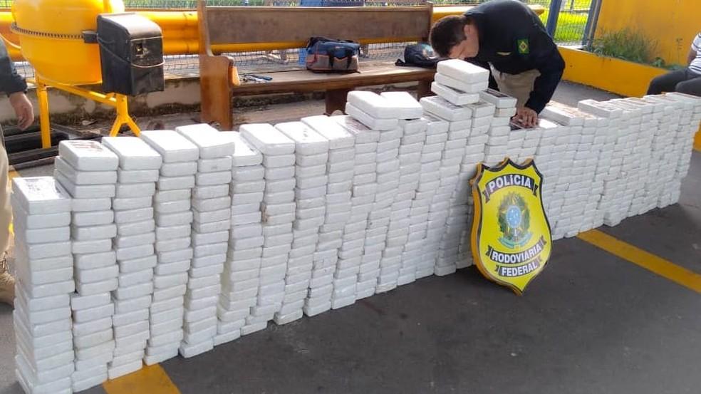 Meia tonelada de cocaína apreendida pela PRF no RJ — Foto: Divulgação/PRF