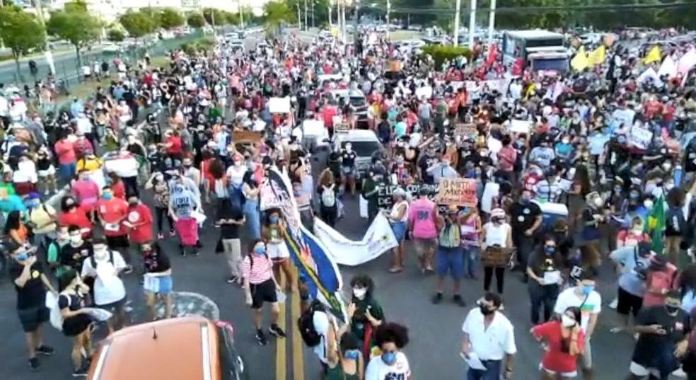 Manifestantes fizeram concentração na Ufes — Foto: Reprodução/TVGazeta