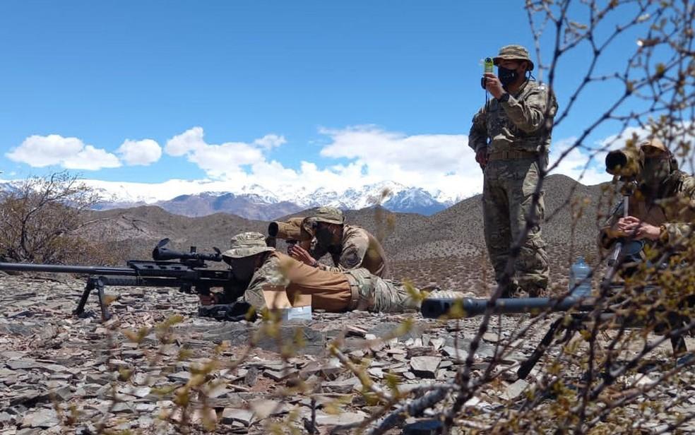 Soldados do Exército da Argentina durante treinamento em Mendoza (Foto: Reprodução/Twitter/Ejército Argentino)