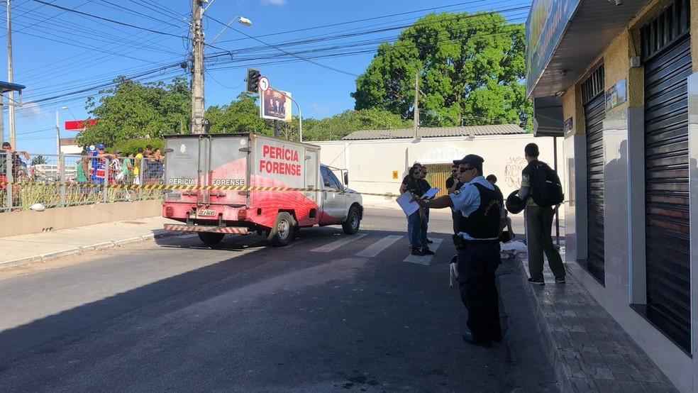 Garotas de 15 e 17 anos foram assassinadas a tiros no Bairro Mondubim, em Fortaleza — Foto: Paulo Sadat/SVM