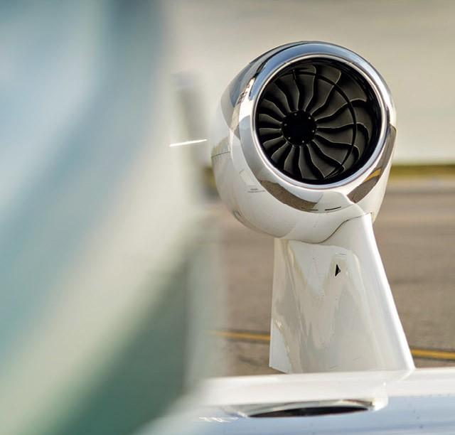 Os motores sobre as asas permitem superfícies mais limpas, o que aumenta a eficiência do jato HA-420, conhecido como HondaJet (Foto: Christian Castanho)