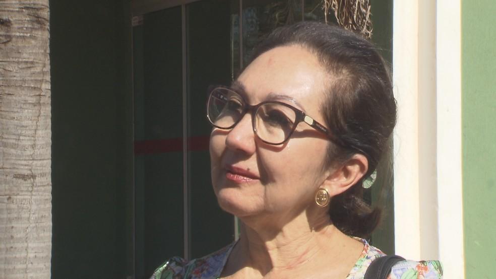 Vítima de jovem assaltante após depoimento na polícia (Foto: Reprodução/TV Globo)