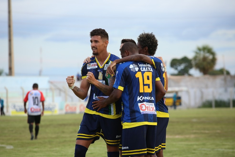 Manoel comemora gol (Foto: Luis Júnior/A.A. Altos)