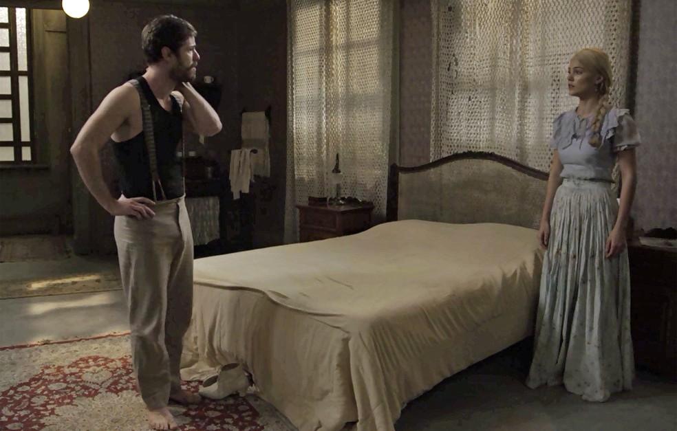 Jane descobre sobre as lutas clandestinas e Camilo fica sem palavras (Foto: TV Globo)