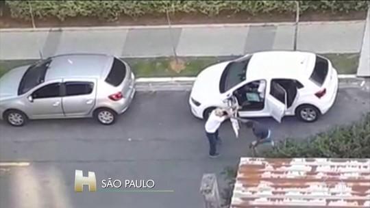 Polícia de SP procura 4 assaltantes que agrediram motorista para roubar carro