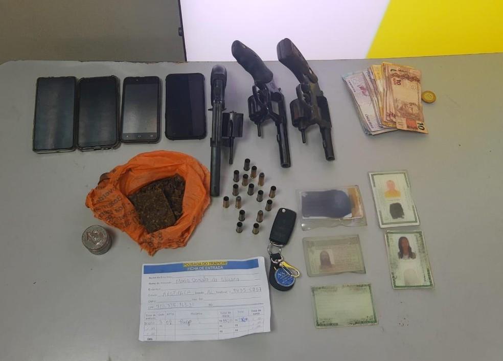 Material apreendido durante a operação — Foto: João Vitor Ferreira/G1