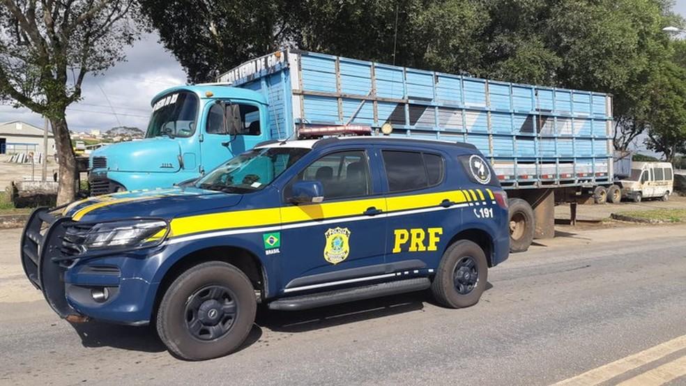 Veículo foi abordado em rodovia que liga Teixeira de Freitas a Eunápolis, no sul da Bahia — Foto: Divulgação/PRF