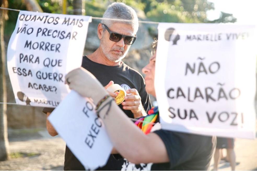 Manifestantes fazem ato por Marielle Franco e Anderson Gomes desde às 6h deste sábado (14) (Foto: Marcos Serra Lima/G1)