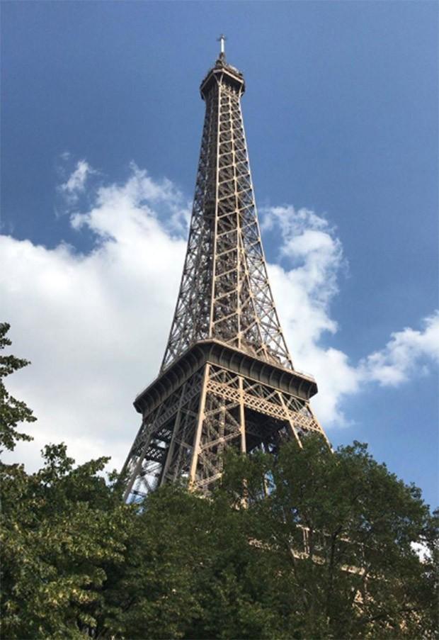 Danton Mello registra a ponta da Torre Eiffel (Foto: Reprodução/Instagram)