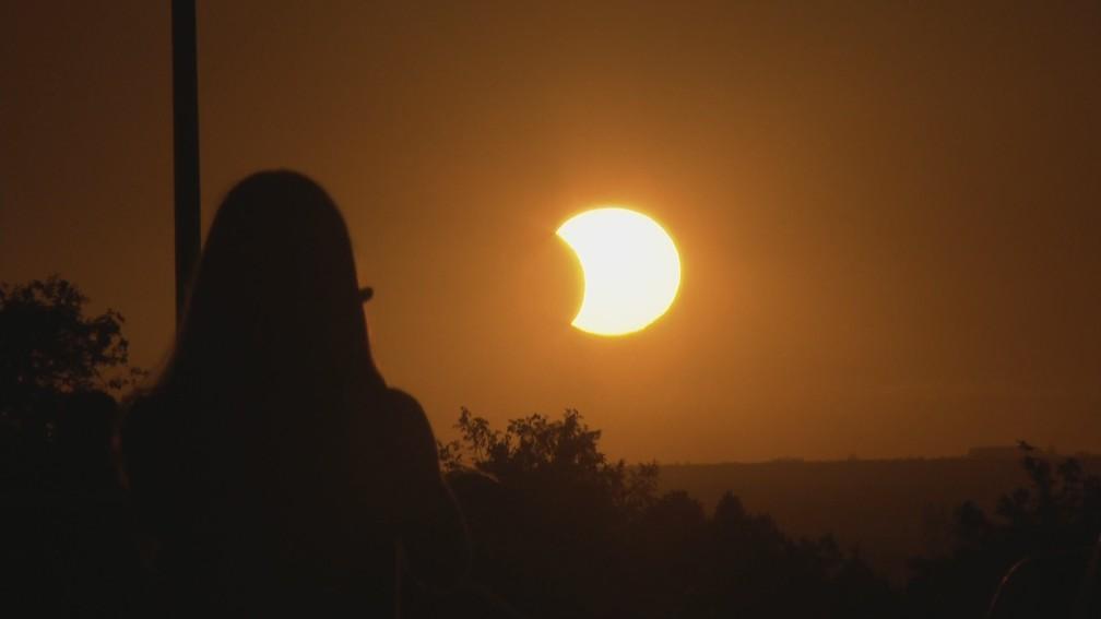 Eclipse solar foi registrado no Distrito Federal. — Foto: Reprodução/TV Globo