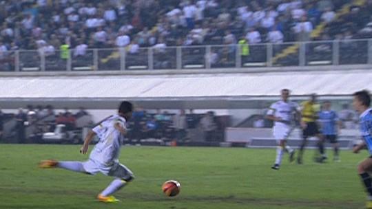Agora adversário, Gabigol volta à Vila Belmiro em sua melhor fase e tenta manter histórico no estádio