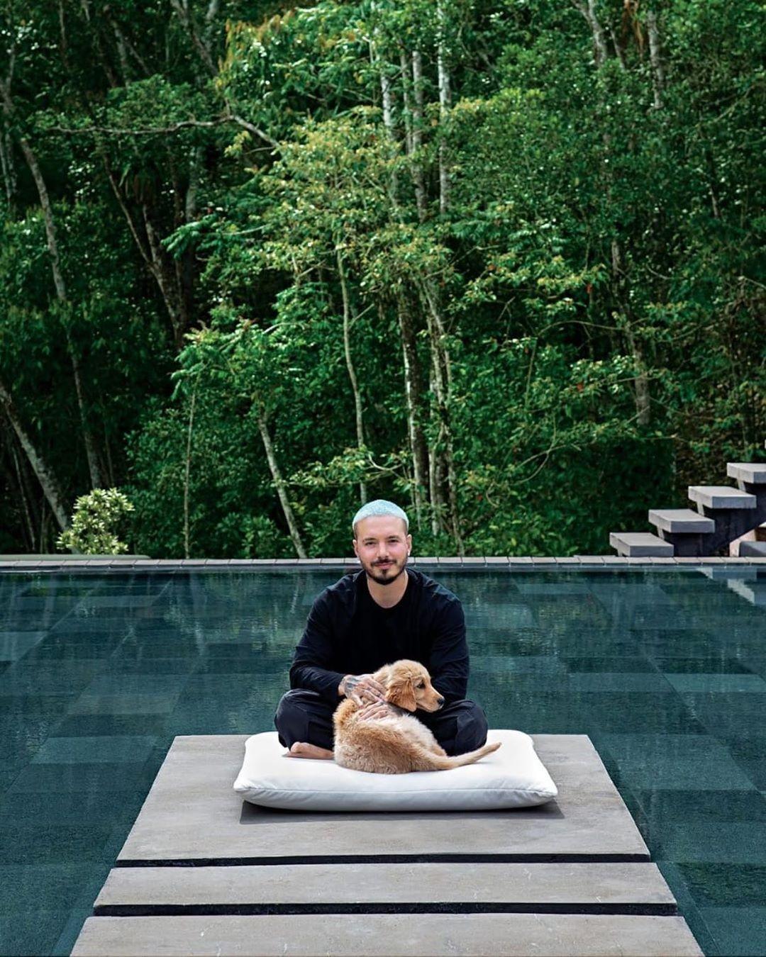 J Balvin apresenta tour por sua mansão minimalista em Medellín (Foto: Instagram)