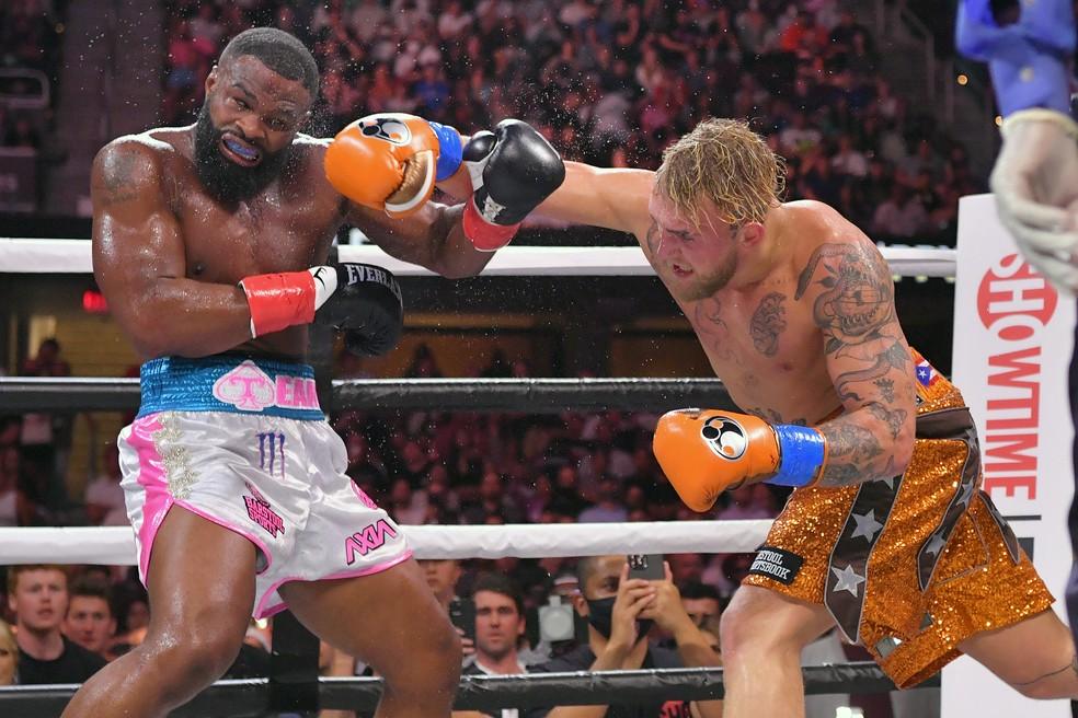Tyron Woodley e Jake Paul se enfrentaram no boxe e embolsaram, cada um, US$ 2 milhões (cerca de R$ 11 milhões) — Foto: Jason Miller/Getty Images