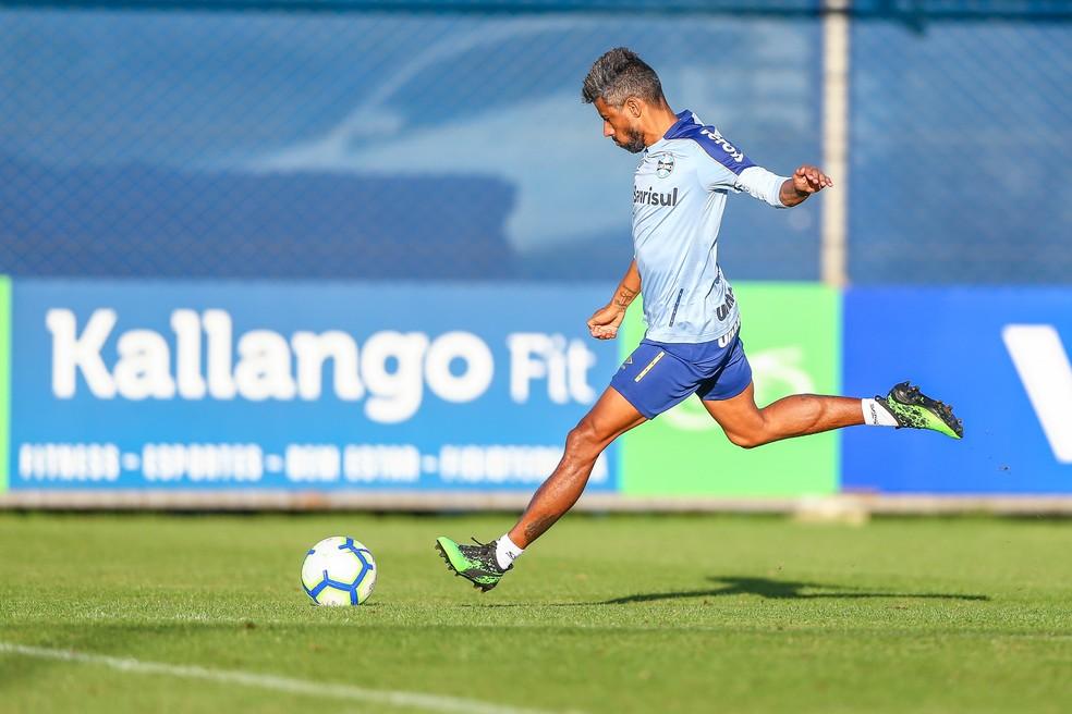 Léo Moura deve voltar ao time para Leonardo atuar na lateral esquerda — Foto: Lucas Uebel/Grêmio/Divulgação