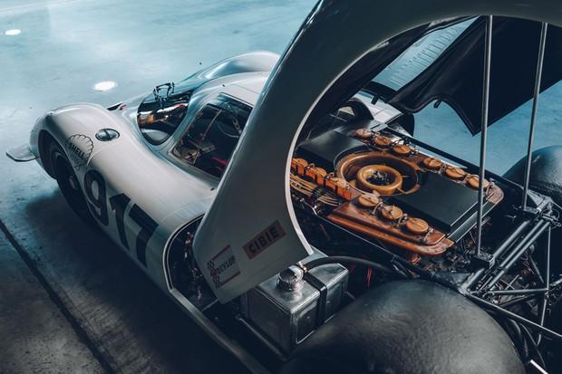O motor plano de 12 cilindros do Porsche chegou aos 1.000 cv nas versões seguintes (Foto: Divulgação)