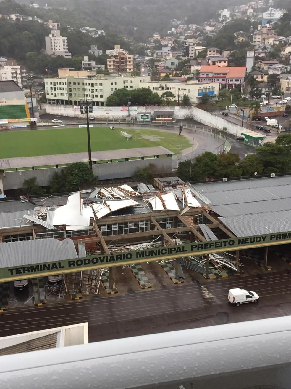 Terminal rodoviário em Concórdia foi danificado em temporal — Foto: Prefeitura de Concórdia/ Divulgação