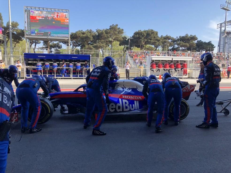 Daniil Kvyat teve que abandonar o GP do Azerbaijão em — Foto: Reprodução/Twitter