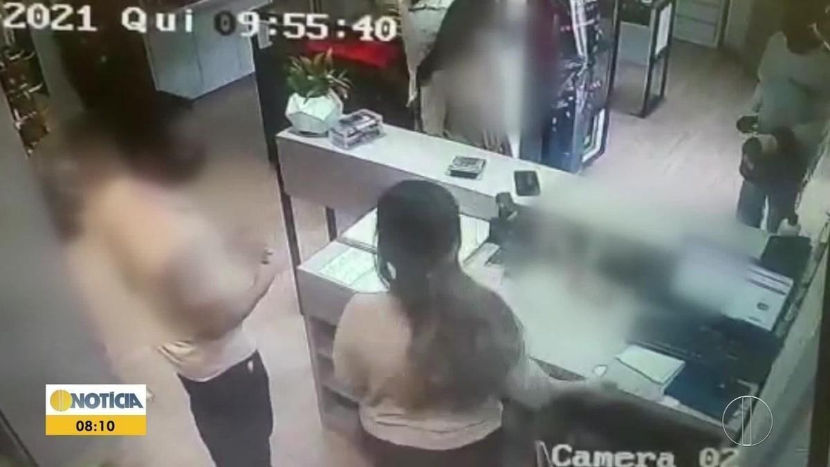 VÍDEO: Criminosos assaltam joalheria no Centro de Montes Claros