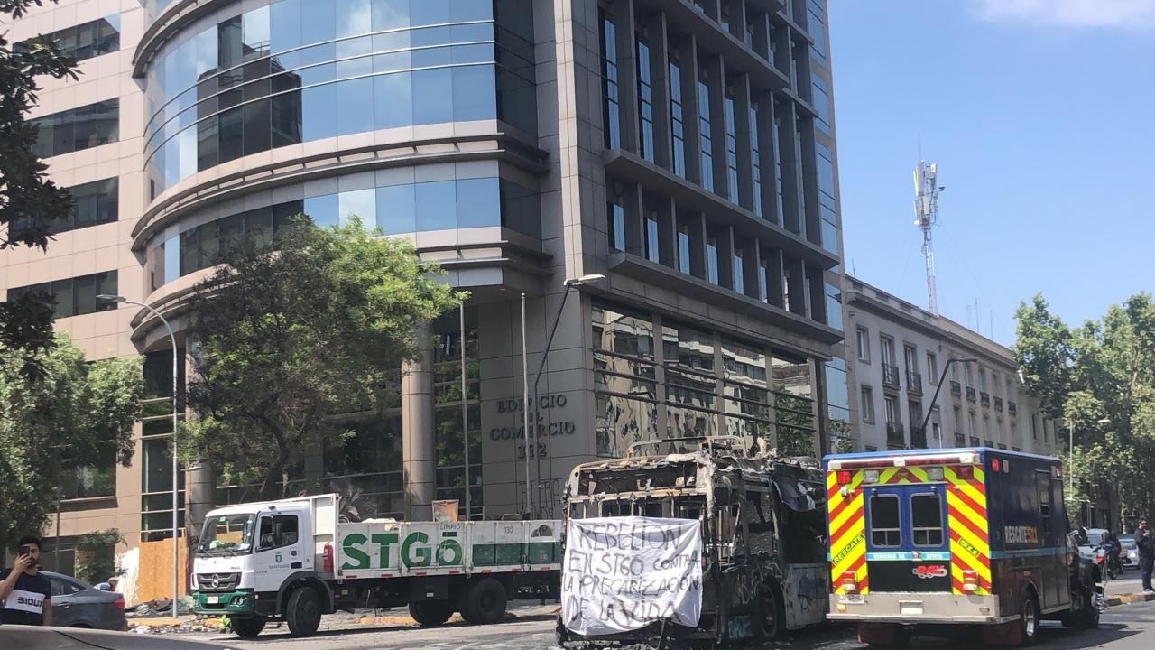 Universitários viajam ao Chile para visita técnica e aluna relata pânico com protestos: 'Momentos de terror'  - Notícias - Plantão Diário