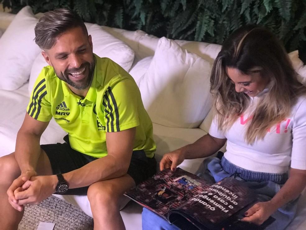 Diego sorri ao lado da esposa Bruna: três anos de Flamengo e perto de dois títulos importantes — Foto: Cahê Mota