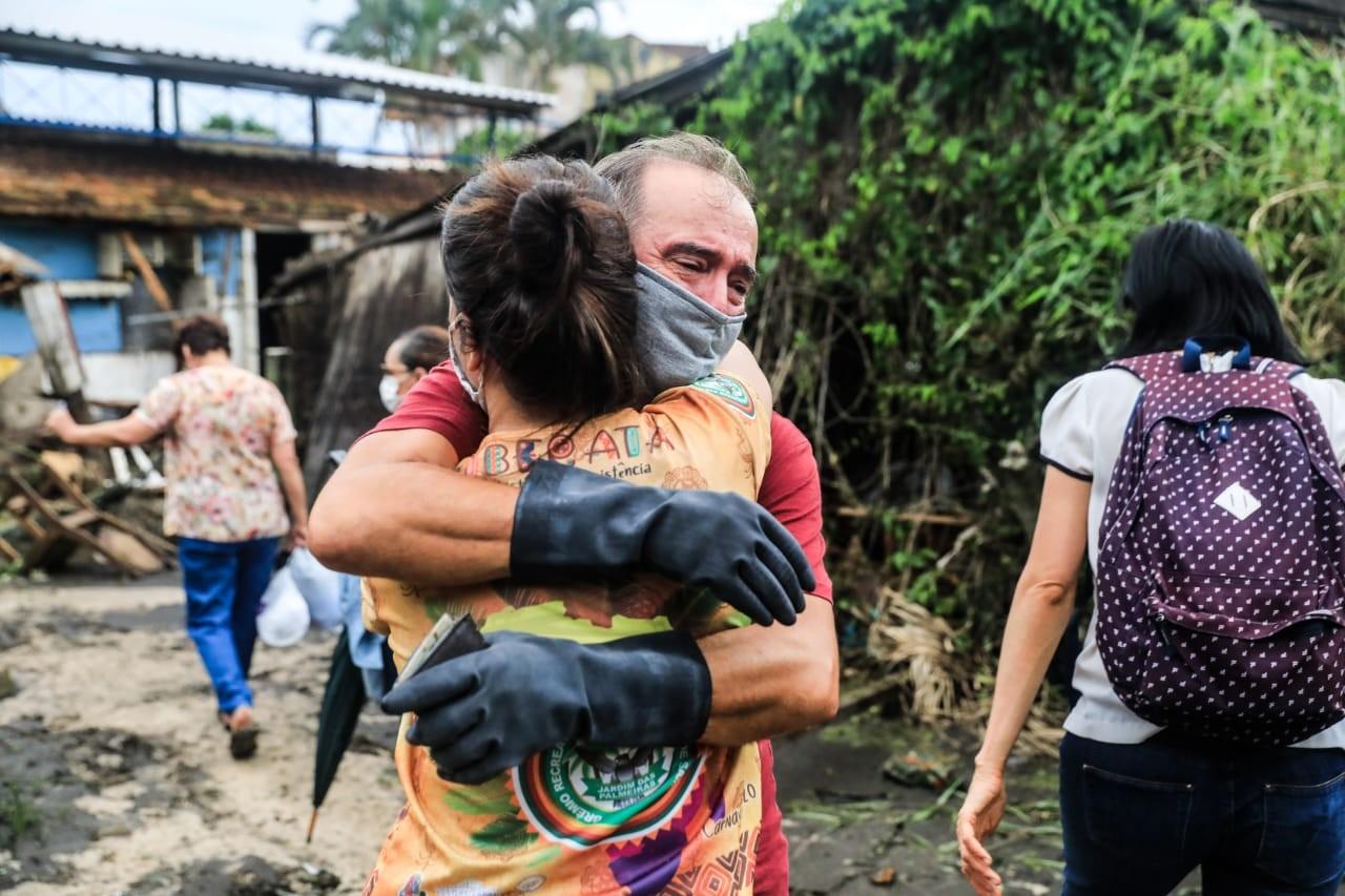 Moradores afetados pela enxurrada em Florianópolis contam prejuízos causados por rompimento de lagoa