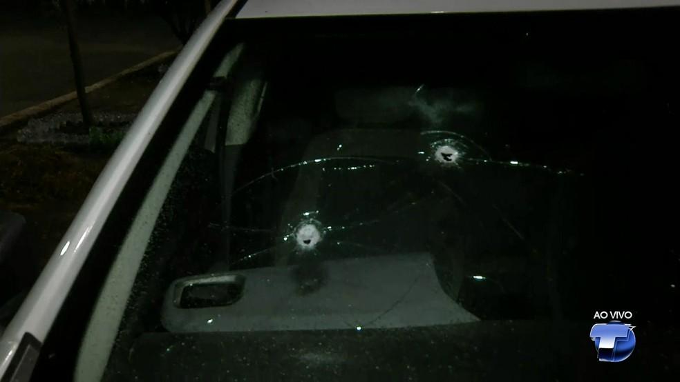 -  Carro foi atingido por tiros durante abordagem da polícia  Foto: Reprodução/TV Tapajós