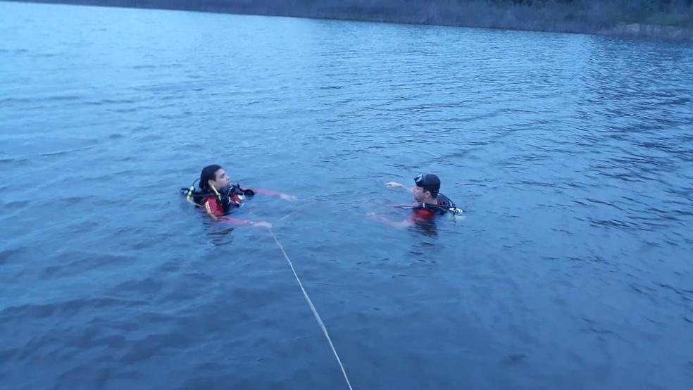 Mergulhadores procuram vítimas desaparecidas — Foto: Corpo de Bombeiros-MT/ Divulgação