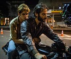 Gabriel Leone e Flavio Tolezani em 'DOM' | Divulgação/Amazon