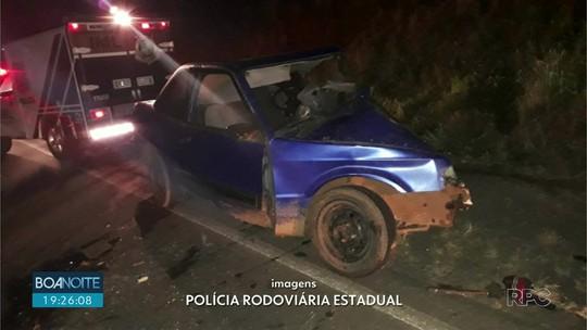Uma pessoa morre e outras quatro ficam feridas em batida entre dois carros, na PR-170