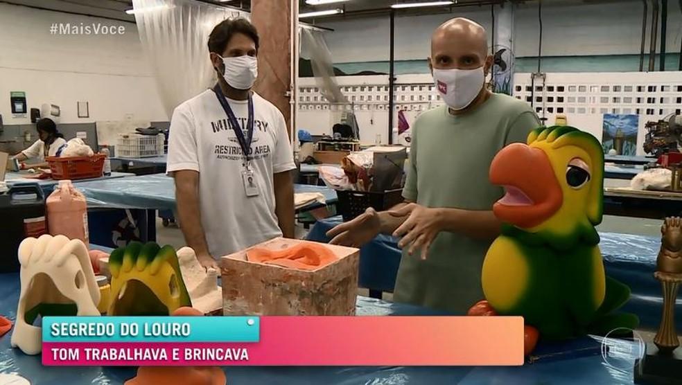 Toni Kemper, supervisor de Artes Cenográficas da Globo, conta que, antes de Louro José aparecer na TV, Tom Veiga fazia avaliação do boneco  Foto: Globo