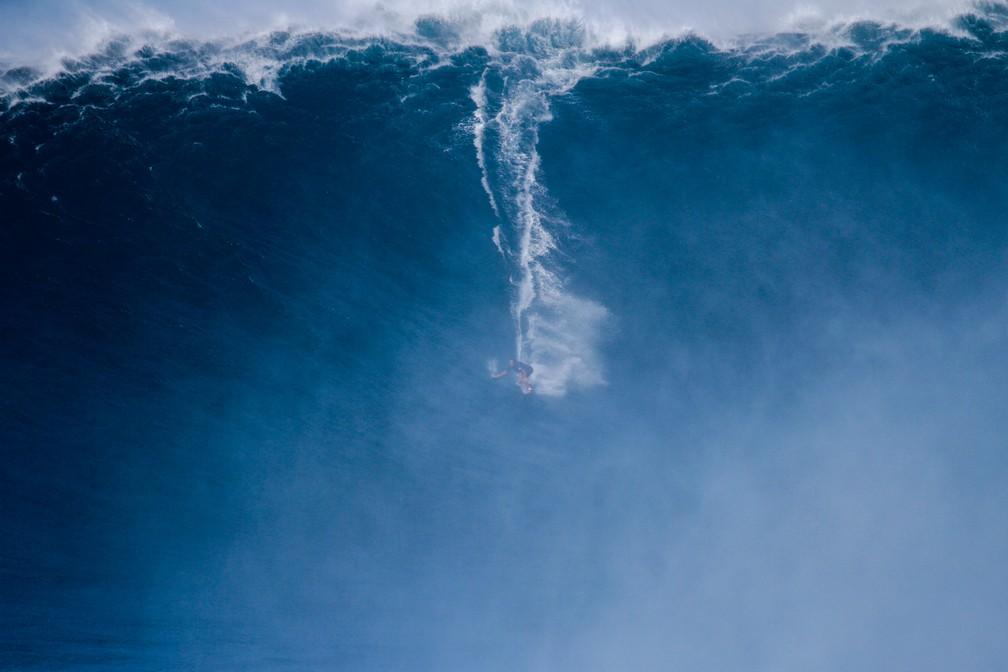 Kai Lenny surfa bomba em Jaws — Foto: Aaron Lynton / WSL