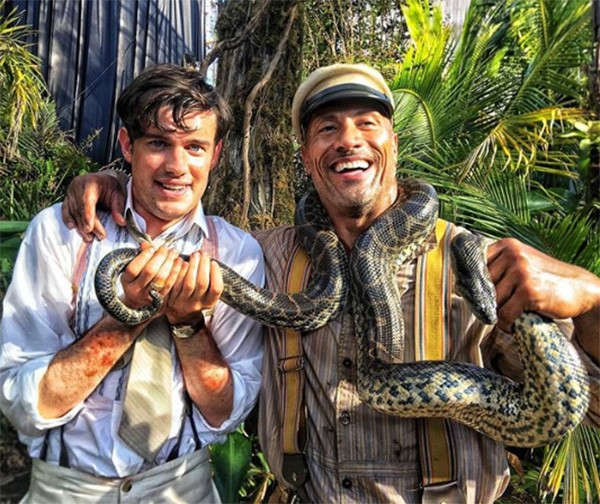 "Dwayne ""The Rock"" Johnson e Jack Whitehall no set do filme 'Jungle Cruise' (Foto: Instagram)"