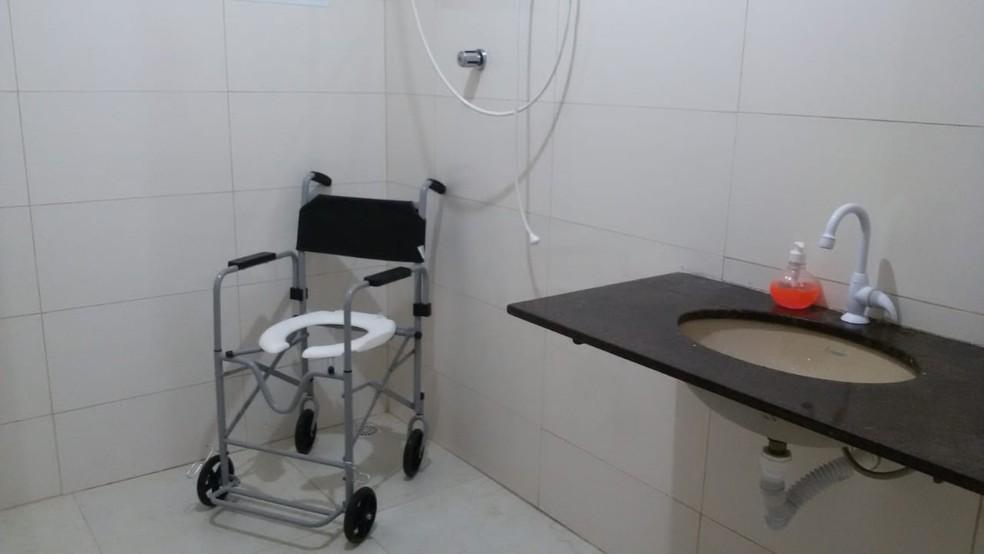 Casa conta dois banheiros adaptados  — Foto: Matilde Benvindo Porfirio/Arquivo pessoal