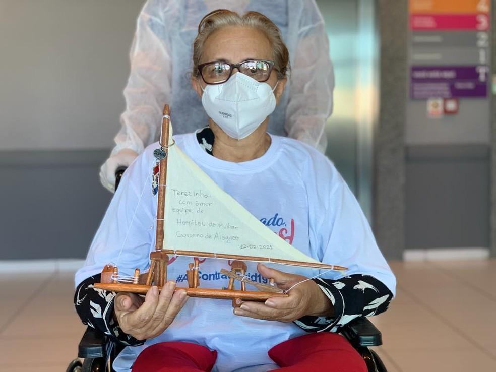 Terezinha Gomes, de Manaus, recebe alta após tratar Covid-19 em Alagoas — Foto: Marcel Vital/Agência Alagoas