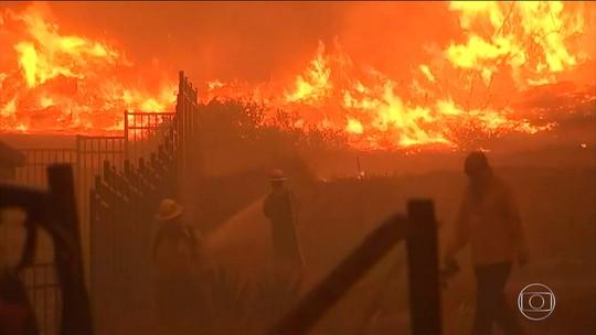 Chega a 50 o número de mortos em incêndio na Califórnia, EUA