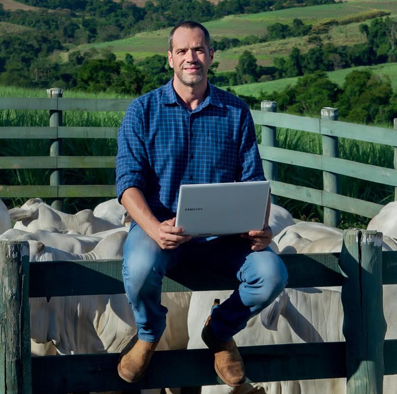 Pecuária da tela do celular - Rafael de Genaro Bartipaglia, médico-veterinário e criador de Rafard (SP) (Foto: Divulgação)