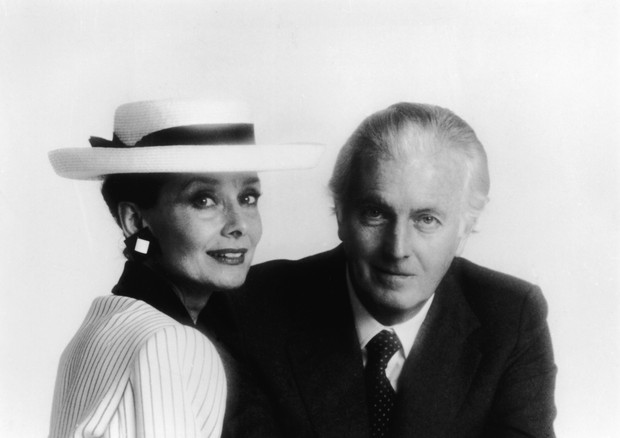 Portrait of Belgian-born actress Audrey Hepburn (1929 - 1993) and French fashion designer Hubert De Givenchy, mid 1980s. (Photo by Hulton Archive/Getty Images) (Foto: Getty Images)