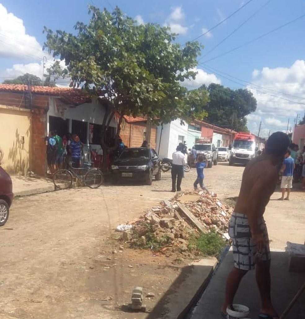 Mulher morre e dois ficam baleados em tiroteio — Foto: Divulgação/PM